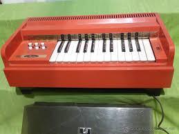 Organo de Música antiguo y amplificador que nos han Donado