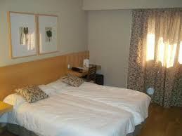 habitación con Muebles baratos y modernos de una vivienda (casa) para ser retirada sin coste alguno (regalada por un particular).