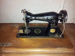 Máquina de coser antigua y vieja recogida Gratuitamente que se puede aprovechar para darle otro uso