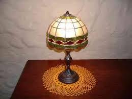 Tulipa de noche (aparato eléctrico) de un Vaciado de Piso, estilo clásico. Lámpara de Sobremesa