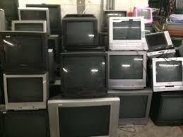 Televisores Usados y de Segunda mano de varias Pulgadas (carcasa gorda), amontonadas en Almacén para su venta económica